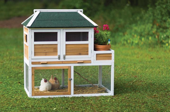 Prevue Pet Products Chicken Coop w/ Herb Planter